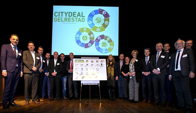 2017-01-30 Citydeal Gelrestad, ondertekening in Vereeniging Nijmegen met wethouder Tiemens.