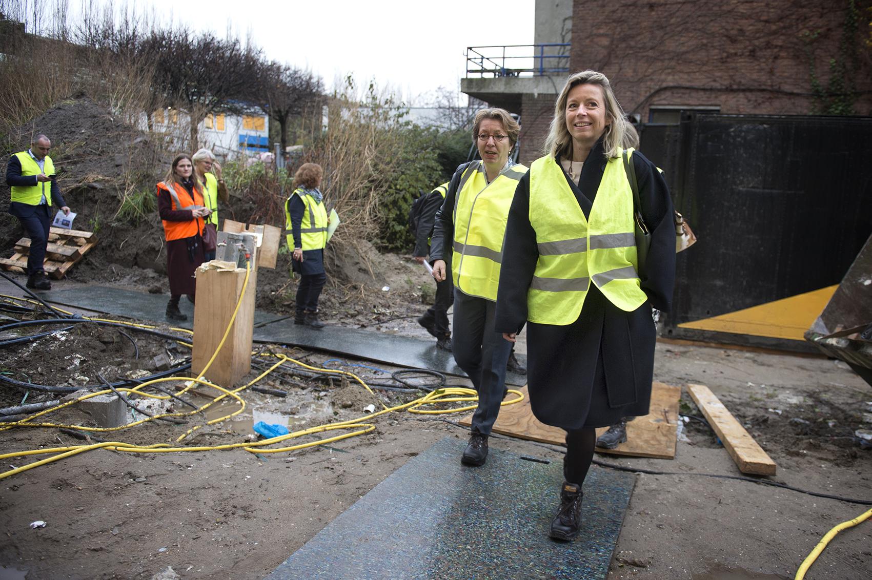 Nederland, Rotterdam, 20171127 Minister van BZK Kasja Ollongren bij de ondertekening van een samenwerkingsverband van de Stad Rotterdam. Ook bracht zij een bezoek aan het nieuw gebouwde zwembad in Rotterdam-Zuid. Foto: Kick Smeets / Rijksoverheid 2017