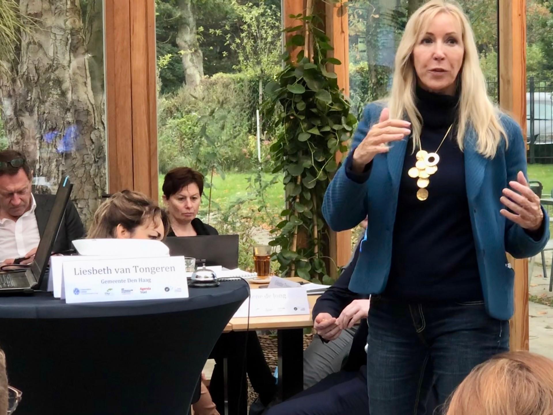 De Haagse wethouder Liesbeth van Tongeren opent de PLC gezonde leefomgeving in Den Haag op 16 oktober 2019