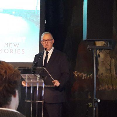 Foto van burgemeester Aboutaleb die spreekt op de conferentie Leipzig Charter 2.0; van Pact naar Praktijk in Rotterdam