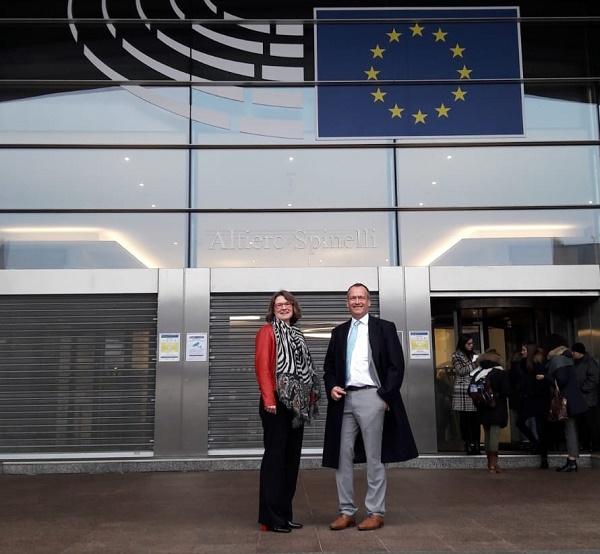 Dutch Urban Envoy Karen van Dantzig en coördinerend beleidsadviseur Urban Agenda Robert-Jan van Lotringen in Brussel
