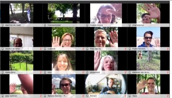 Schermafbeelding met mozaïek van de deelnemers aan het walking webinar