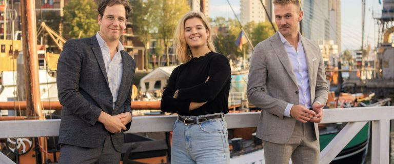 Het bestuur van Erasmus Verbindt. Van links naar rechts Eddie Adelmund, Emma Peters en Max Wagenaar.